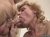 Irresistible babes dore giving the wild blowjobs